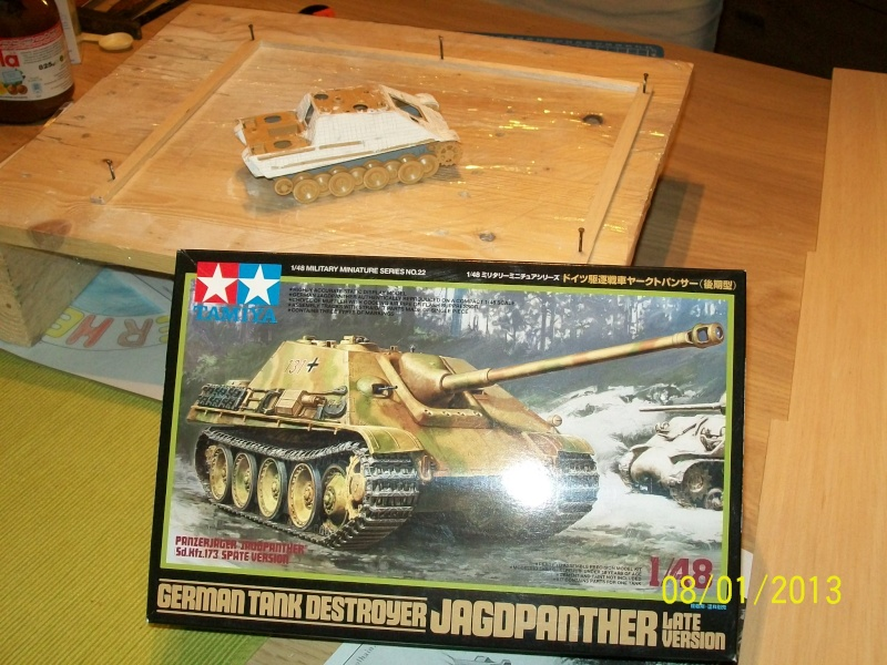 Chars Jagdpanther et Panther au repos au Chateau Pelzer [TAMIYA 1/48° ] (Diorama terminé) 01310