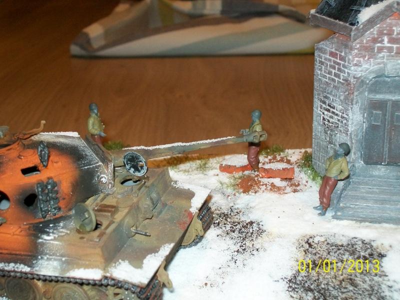 Tigre  [AFV CLUB - 1/48°] et la Chapelle de HALLOUX détruite en 1944 ( Diorama terminé ).  02710