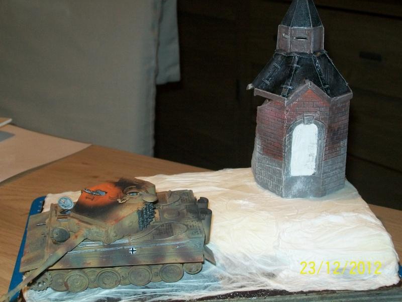 Tigre  [AFV CLUB - 1/48°] et la Chapelle de HALLOUX détruite en 1944 ( Diorama terminé ).  03410