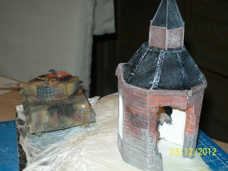 Tigre  [AFV CLUB - 1/48°] et la Chapelle de HALLOUX détruite en 1944 ( Diorama terminé ).  03910