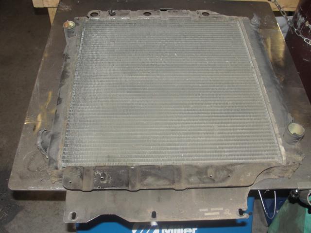87-95 YJ 4cyl radiator  Dsc03212