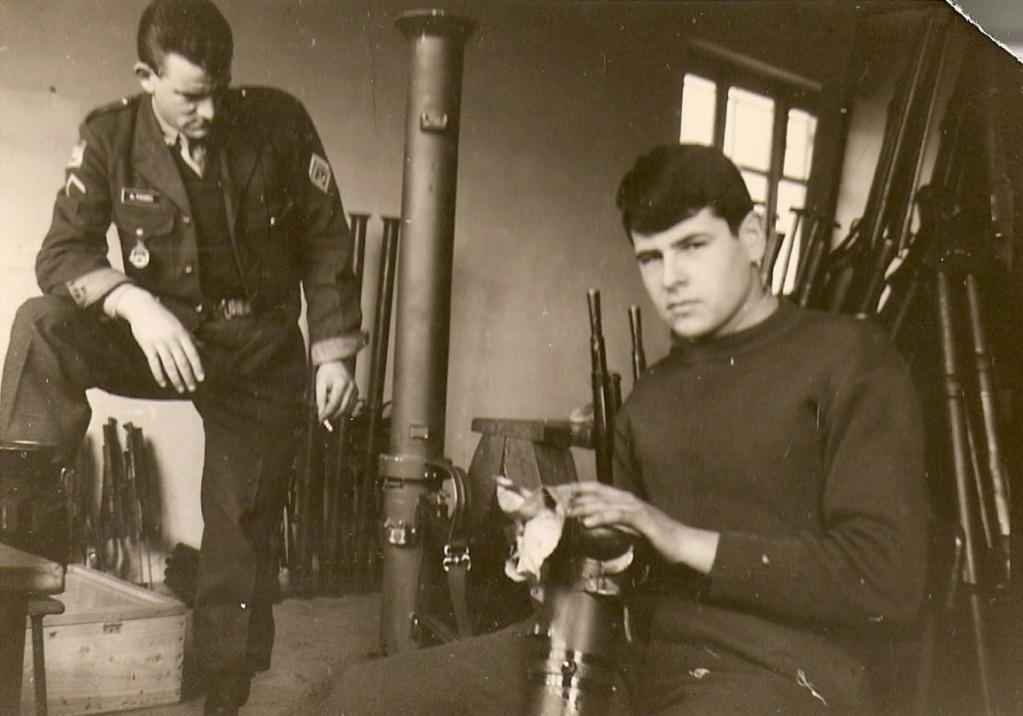 Le lance roquette * U.S. M1 A1 de 2,36 pouces (60mm). ( * Rocket Launcher * ) Fzovri10