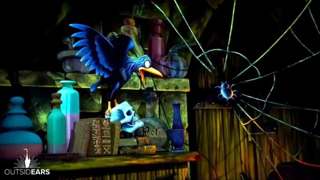 Blanche Neige et les Sept Nains / Les Voyages de Pinocchio [Fantasyland - 1992] - Page 5 C98f6410
