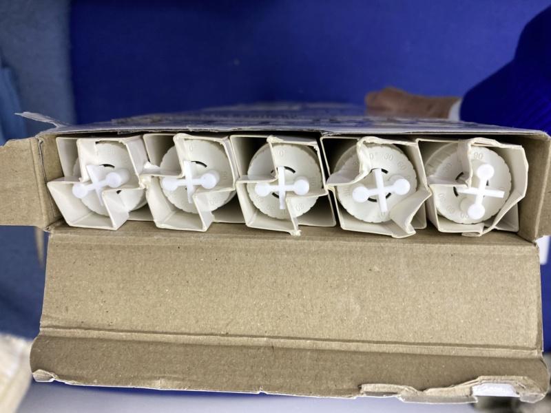 Changement tube néon T8 18W Aquatlantis par équivalent LED pour 5 euros maxi Fichie48