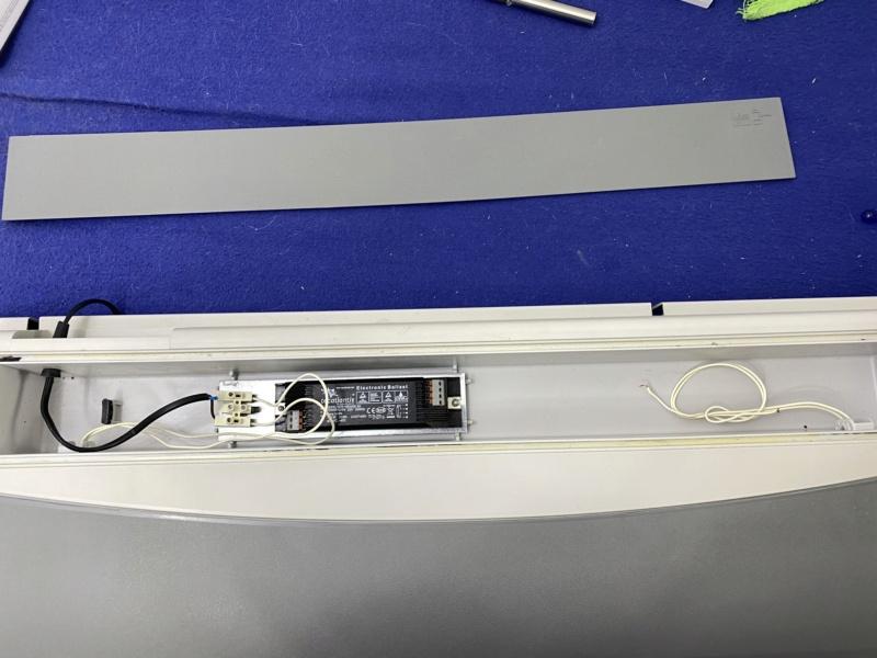 Changement tube néon T8 18W Aquatlantis par équivalent LED pour 5 euros maxi Fichie64