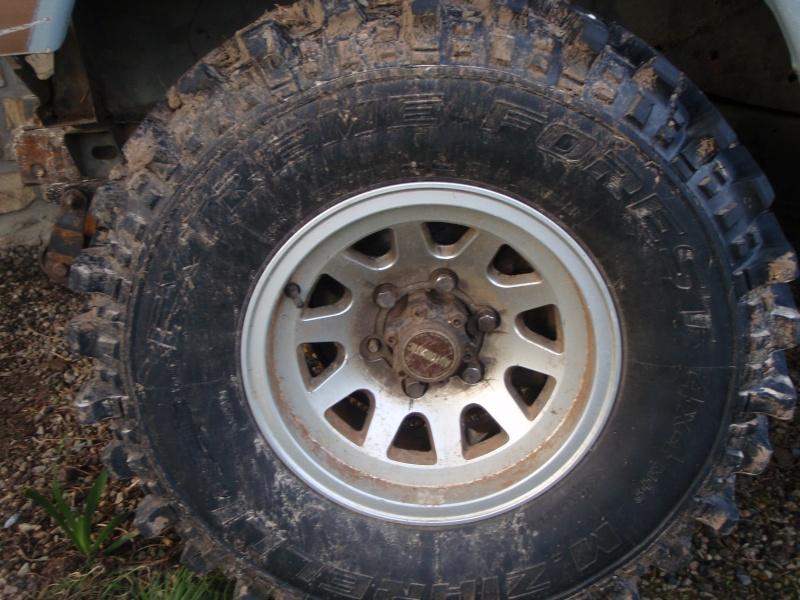 Vend pneu TT 265/75/15(vendu) P1260110