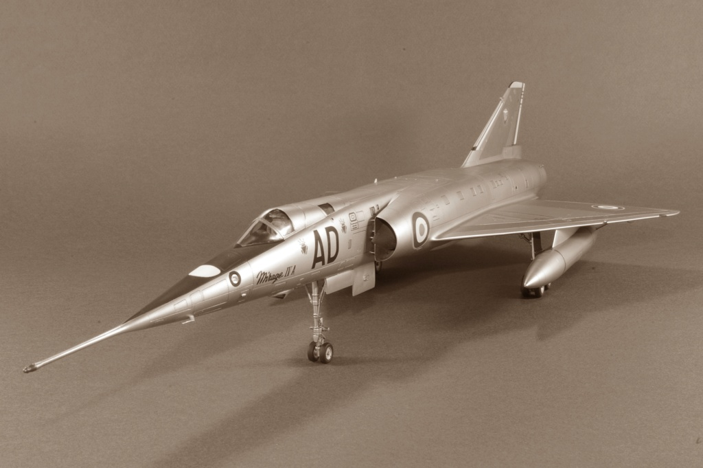Mirage IVA Heller 1/48ème - Vitrine Imgp6829