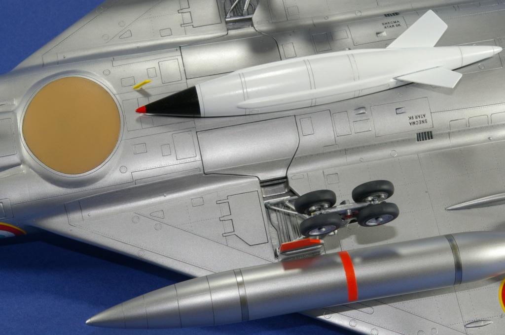 Mirage IVA Heller 1/48ème - Vitrine Imgp6923