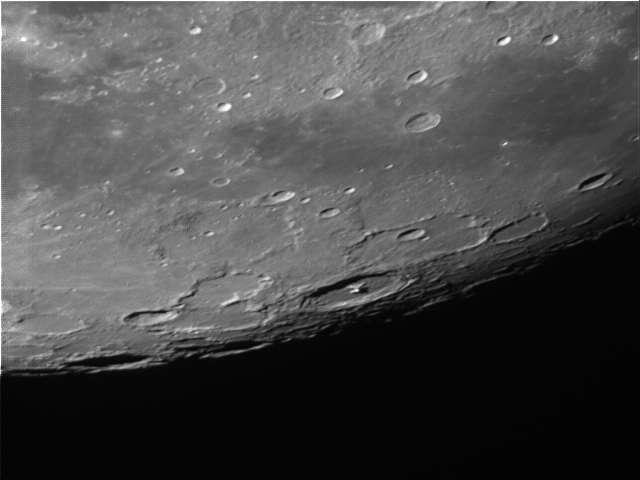 Un petit coin de Lune pour essayer la DFK 21AU04.AS Lune_210