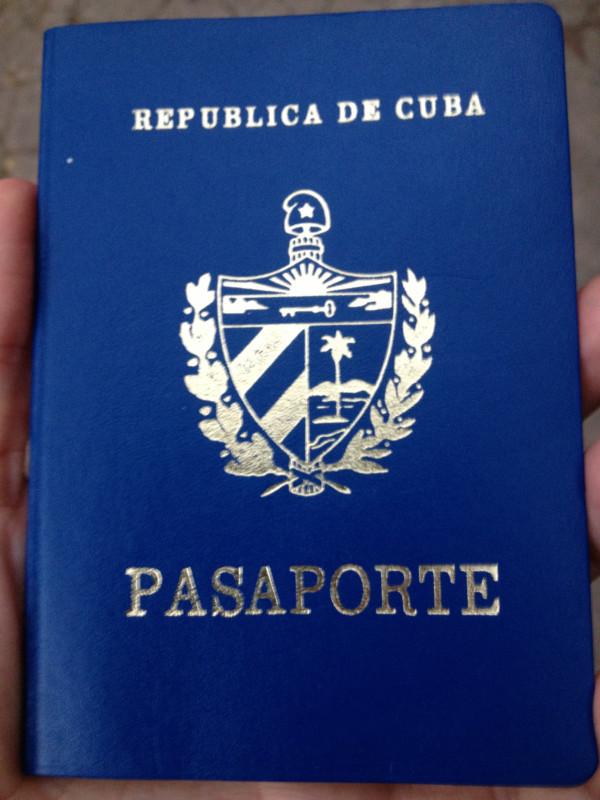 Yoani Sanchez tiene su pasaporte ya 72495010