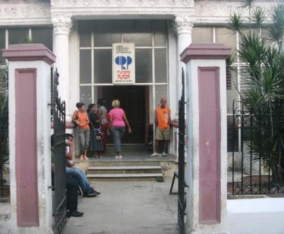 Entra en vigor actualización de la política migratoria cubana Bakqcw10