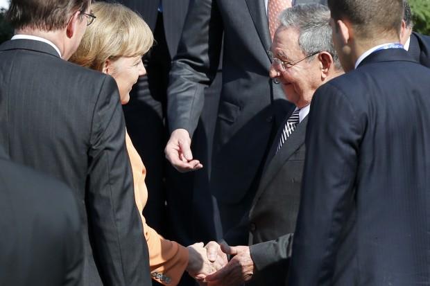 Angela Merkel y Raul Castro... no se hablan #momentazo  Chile-10