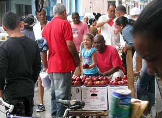 Metáforas cubanas: el jamón, el chicle y las manzanas Manzan10