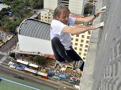 Cuba, 'Spiderman francese' scala la facciata dell'hotel Habana Libre Spider10