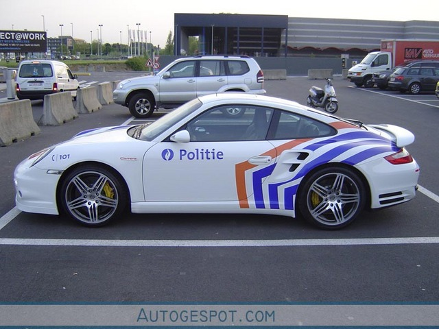 Skoda au service de la police B2147410