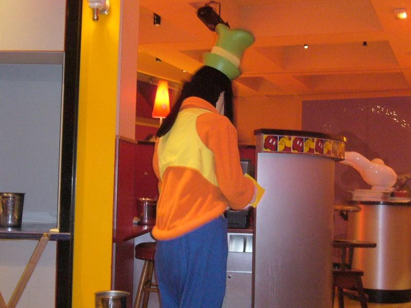 séjour du 4 et 5 octobre 2012 pour un premier Halloween à DISNEY. - Page 13 P1010613