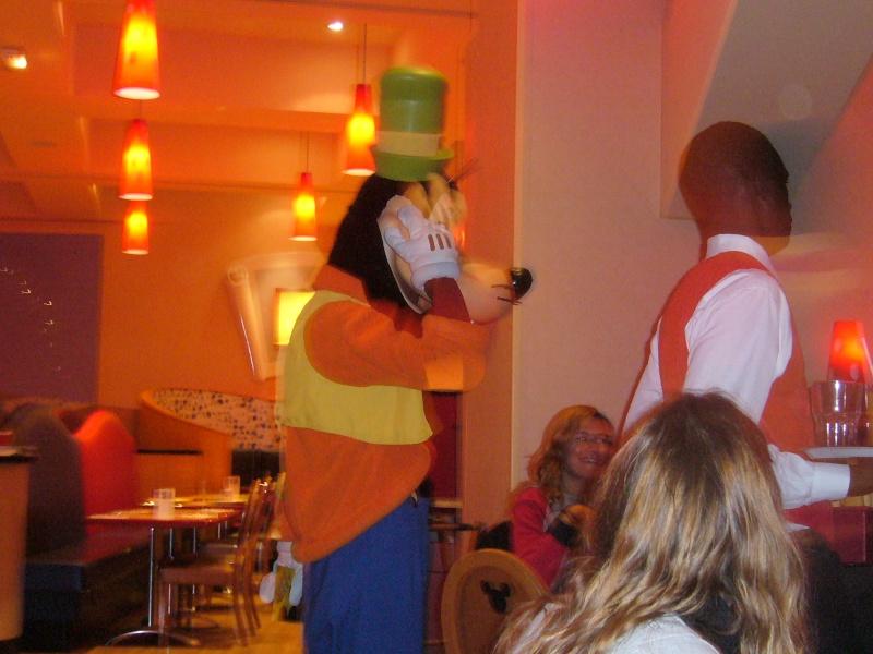 séjour du 4 et 5 octobre 2012 pour un premier Halloween à DISNEY. - Page 13 P1010615