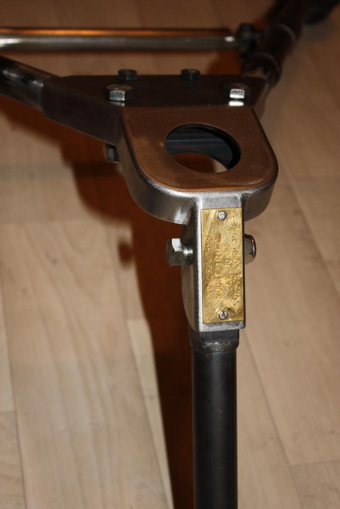 fabrication d'un trépied M2 pour browning cal.30 Img_5421