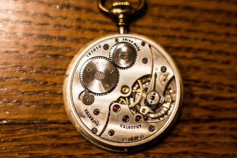 Jaeger -  [Le TOPIC des demandes d'IDENTIFICATION et RENSEIGNEMENTS de montres est ICI] - Page 40 Diapo10