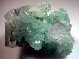 Apophyllite (La bible des cristaux) Apohyl10