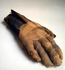 Comment entretenez vous les ongles de votre main manche ?? Main10