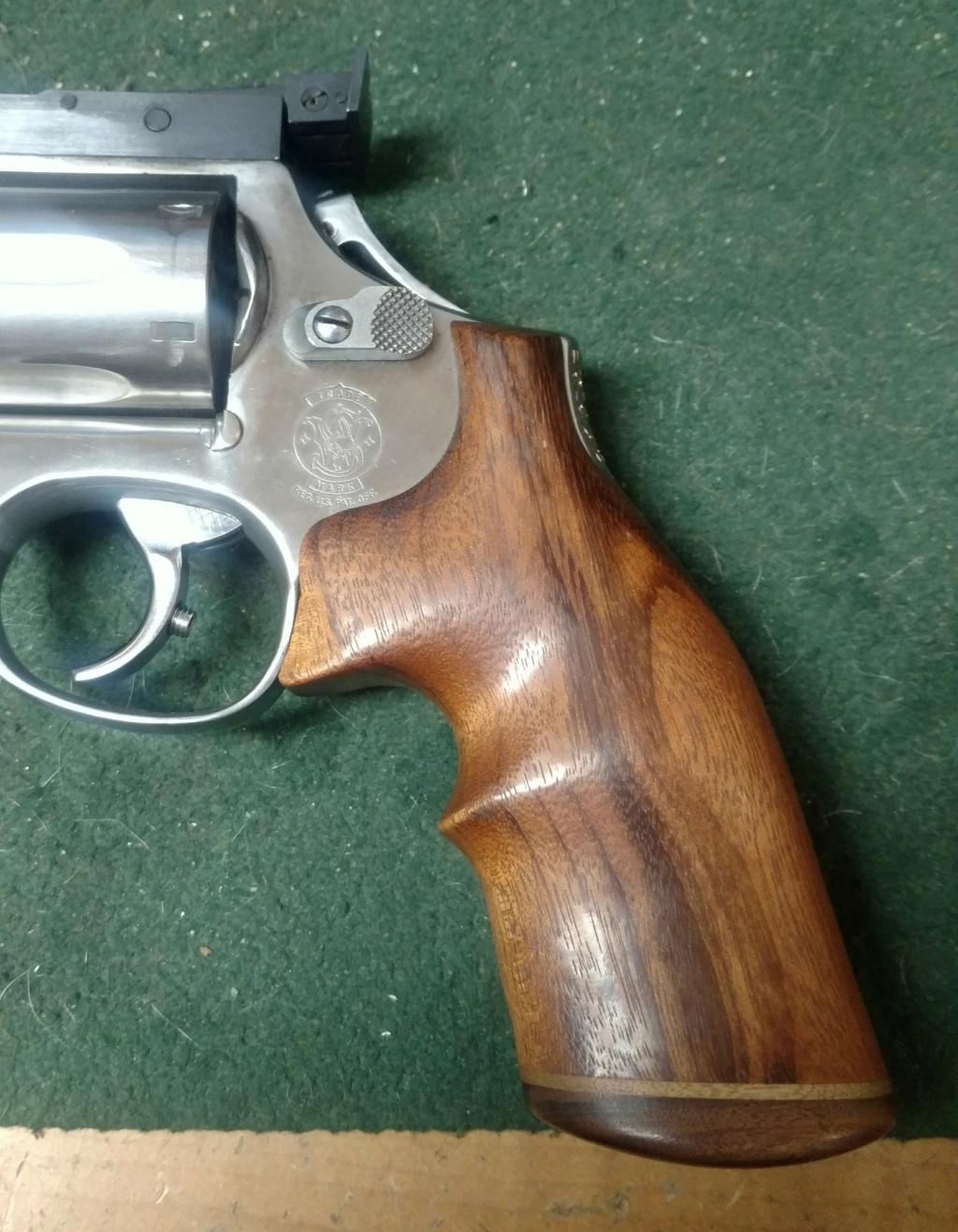 Identyfy revolver grip E907ce10