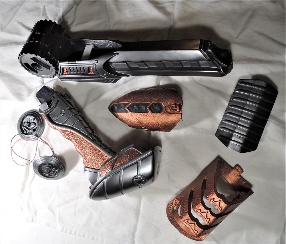 Gun à Plasma et lance de Predator Dscn7220