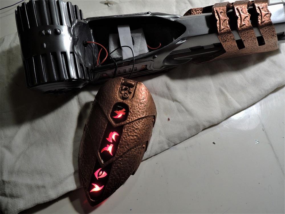 Gun à Plasma et lance de Predator Dscn7222