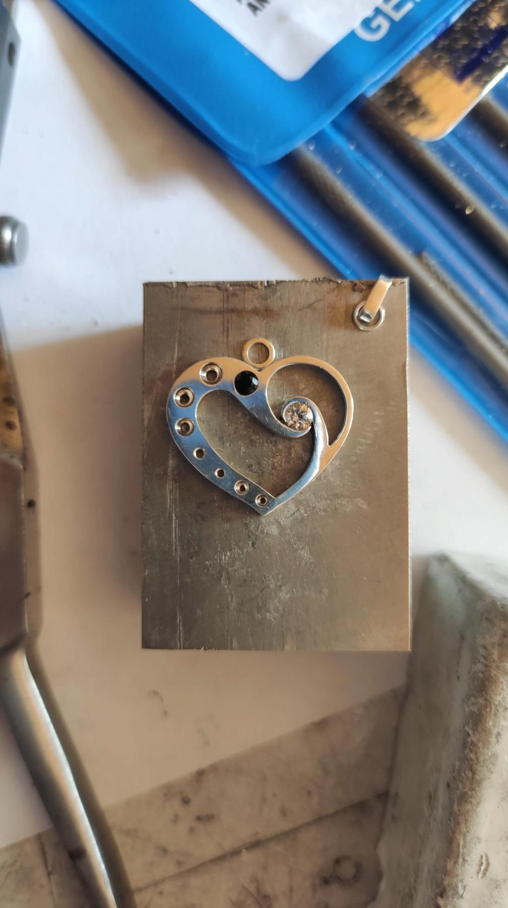 Quelles dimensions d'anneau et de bélière pour ce pendentif ? 10560810