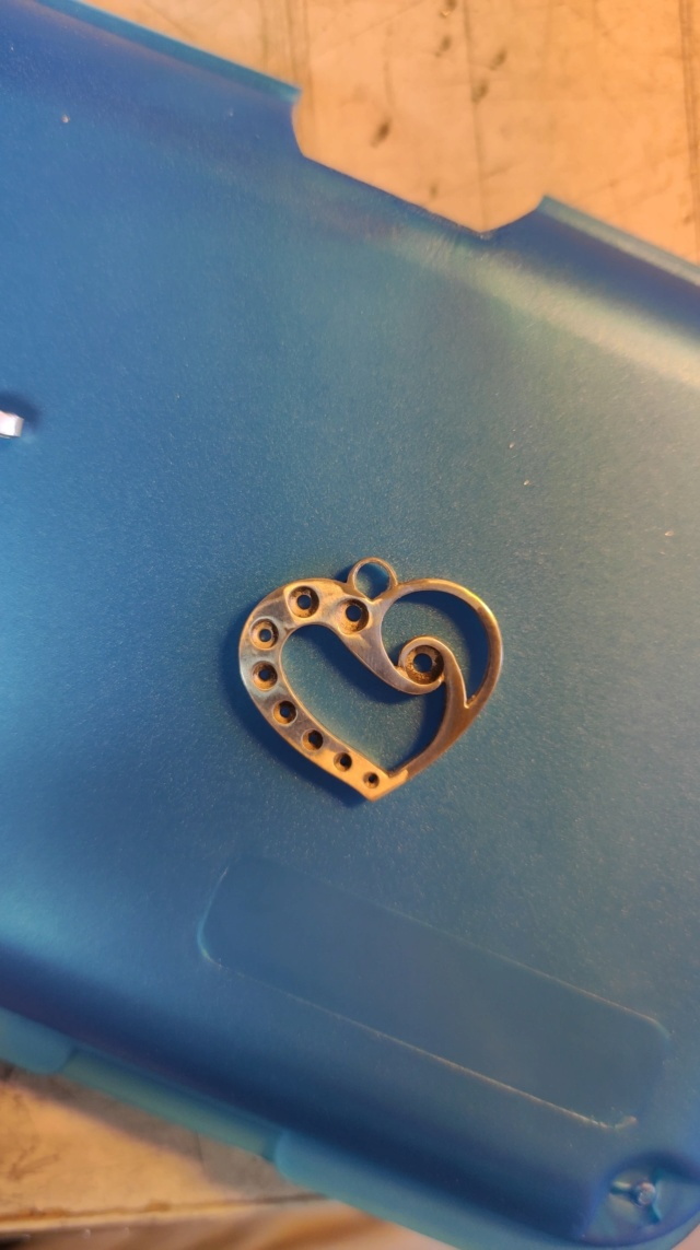 Quelles dimensions d'anneau et de bélière pour ce pendentif ? 10565410