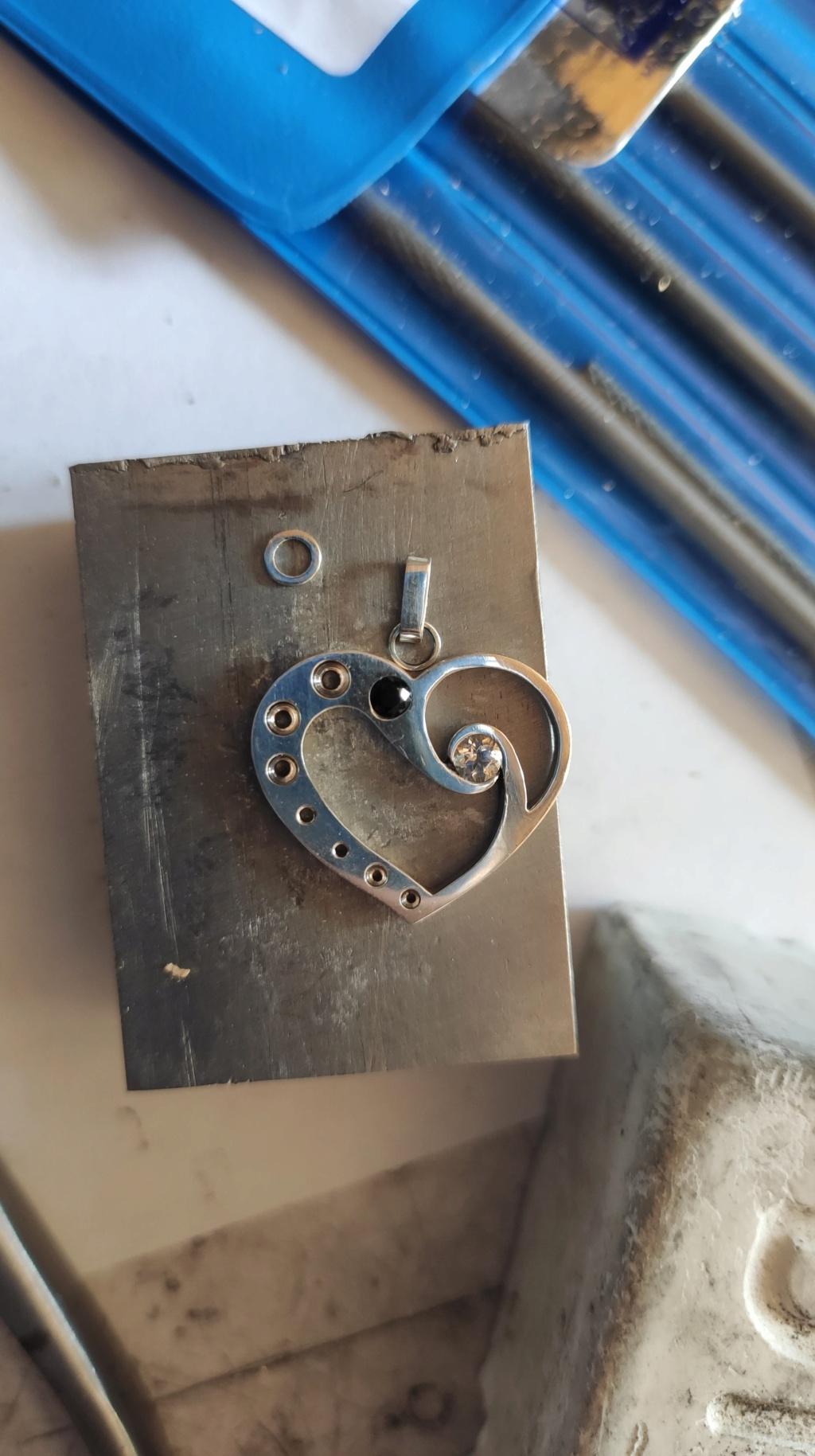 Quelles dimensions d'anneau et de bélière pour ce pendentif ? 10583310