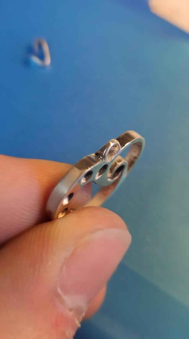 Quelles dimensions d'anneau et de bélière pour ce pendentif ? 10601810