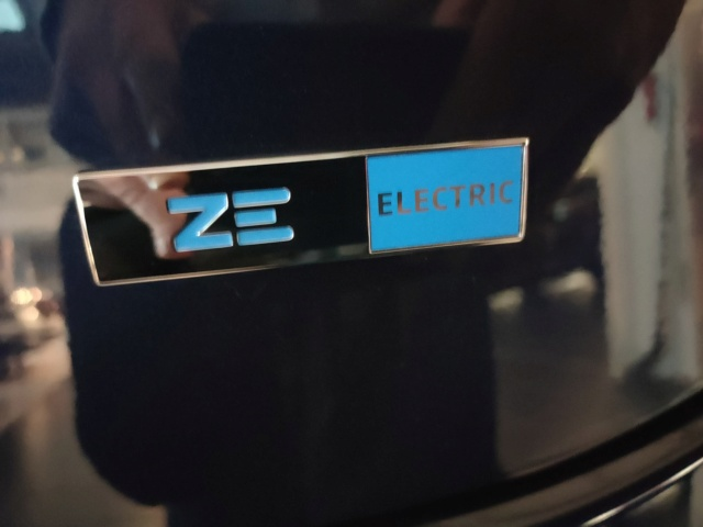 nouveau logo ZE Electric Logo10