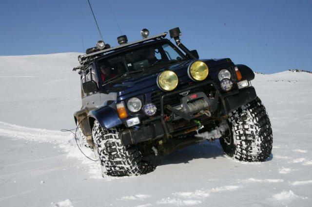 Renault 4L vs Duster Jeep_h11