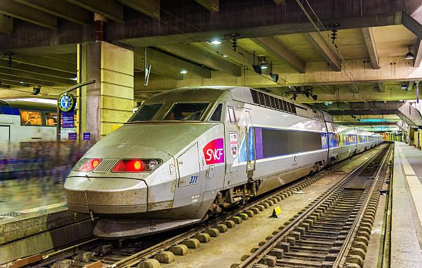 Le train miniature H0, H0e, N en 2R ou 3R, Marklin, ROCO ou JOUEF Q10
