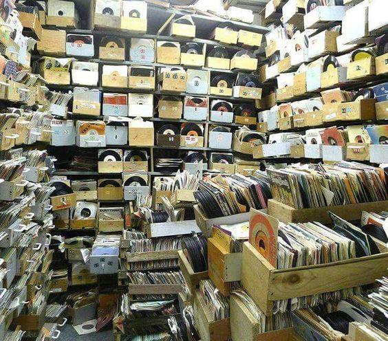 Comprare cd o vinili al giorno d'oggi è puro feticismo? 9ac43110