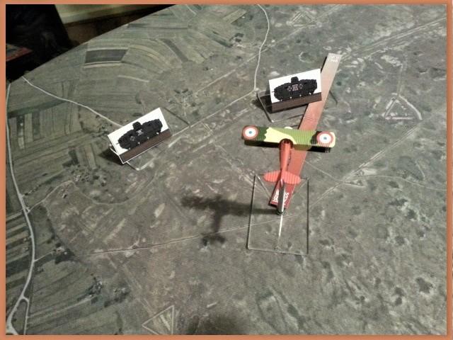 Tanks en mouvement sur les tapis de jeu WOG avec les Avions  I10