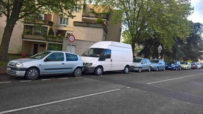 Voitures garées sur trottoir rue Hoche et rue Marceau Statio10