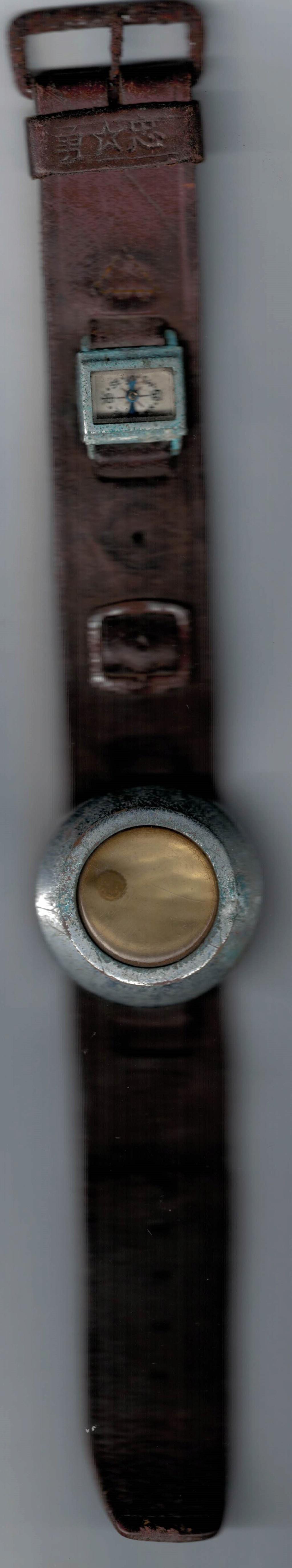 Bracelet cuir avec porte montre avec petite boussole. Montre10