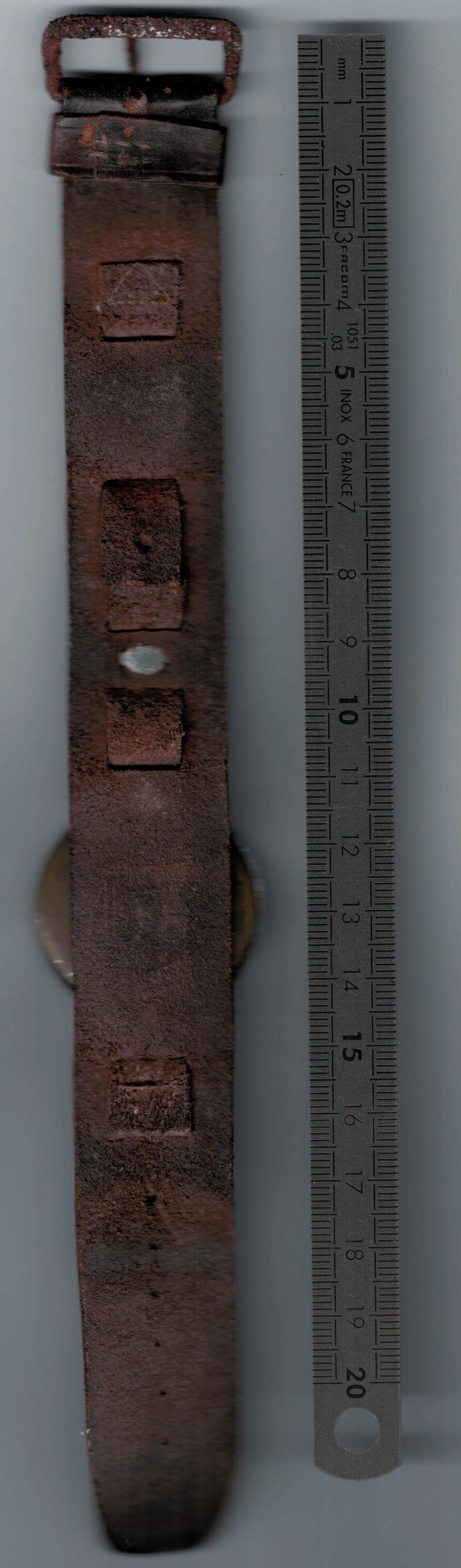Bracelet cuir avec porte montre avec petite boussole. Montre11
