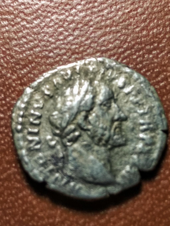 Denario de Antonino Pío. FELICITATI AVG COS IIII. Felicidad a izq. Roma Img_2072