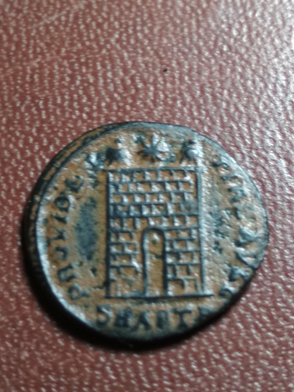 AE3 de Constantino I. PROVIDENTIAE AVGG. Puerta de campamento de dos torres. Antioch. Img_2079
