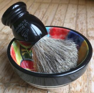 Vos Scuttle , bol , support rasoir & blaireaux .... - Page 2 Blaire10
