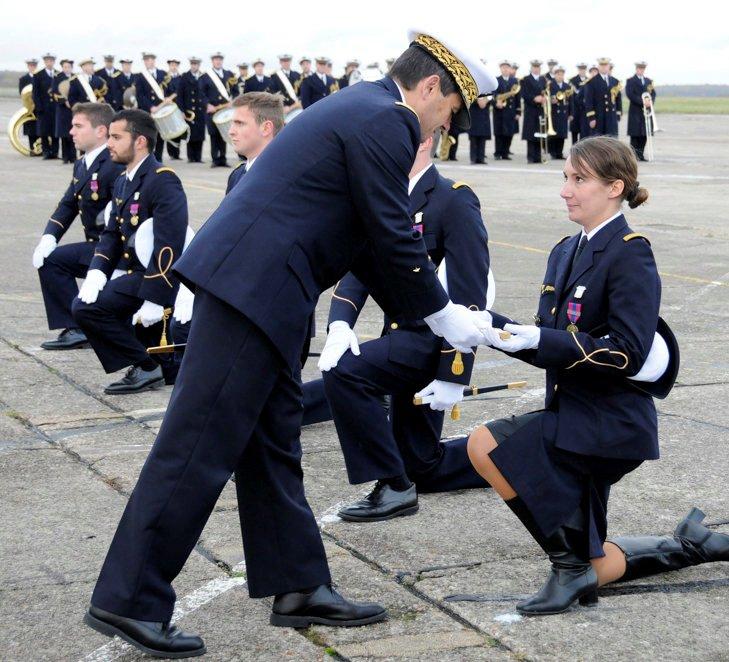Une photo d'un militaire  avec de curieux galons , pompier? Remise11