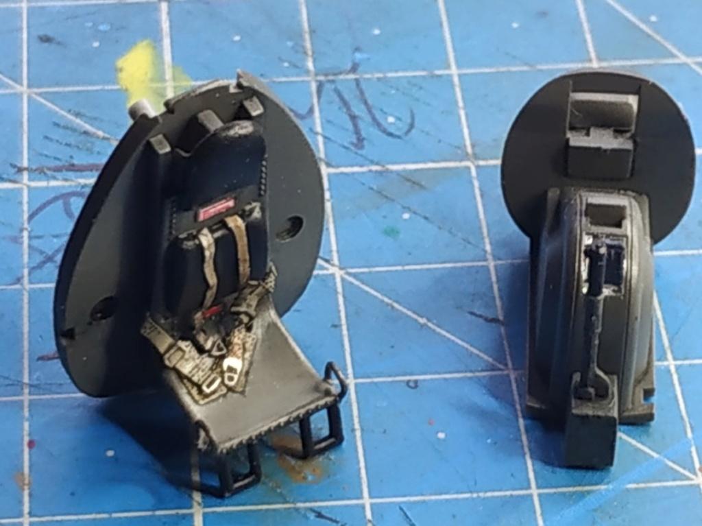 "He162 A-2  Salamander   Tamiya 1/48  -  ""montage  usine  avant peinture""   - Page 2 Image175"