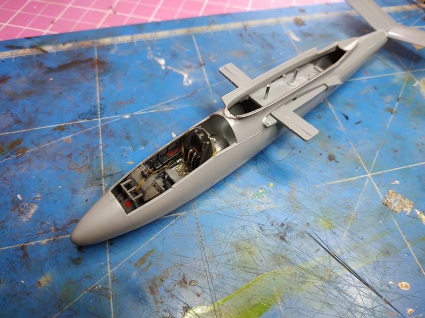 "He162 A-2  Salamander   Tamiya 1/48  -  ""montage  usine  avant peinture""   - Page 2 Image259"