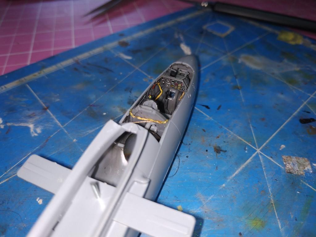 "He162 A-2  Salamander   Tamiya 1/48  -  ""montage  usine  avant peinture""   - Page 2 Image264"