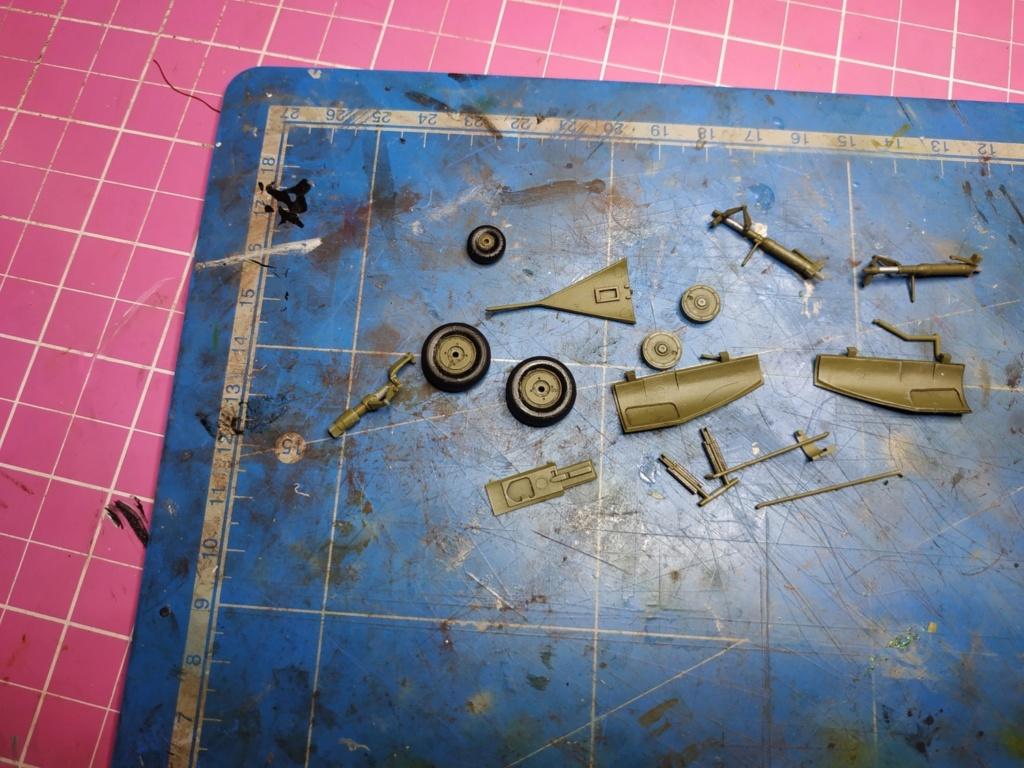 "He162 A-2  Salamander   Tamiya 1/48  -  ""montage  usine  avant peinture""   - Page 2 Image267"