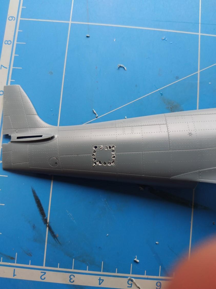 spitfire IXe Armée de l'air -   indochine  vautré    - 1/48 eduard +  plein de résine  Image486