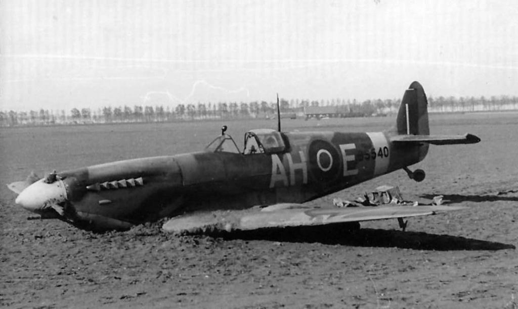 spitfire IXe Armée de l'air -   indochine  vautré    - 1/48 eduard +  plein de résine  - Page 6 Spit_c10